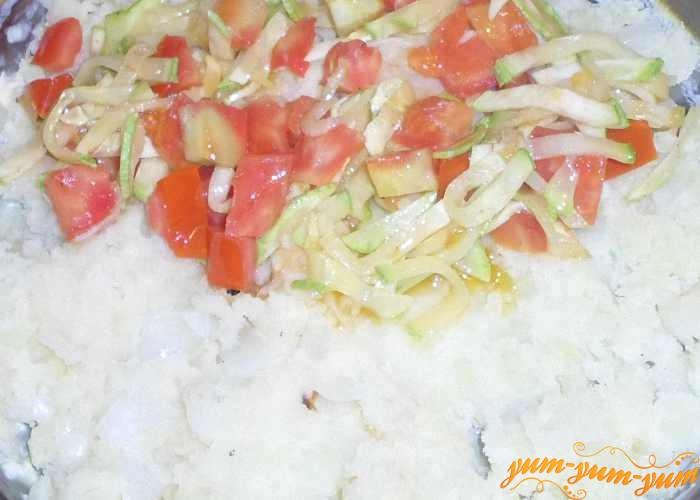 В форму для запекания выложить картофельное пюре