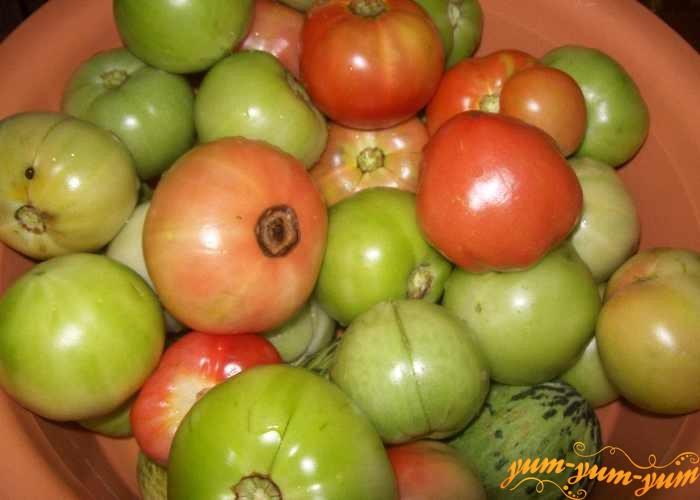 Для засолки подходят зеленые, бурые, слегка розовые и желтые помидоры