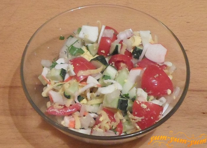 Салат с крабовыми палочками и яйцом и огурцом рецепт очень вкусный