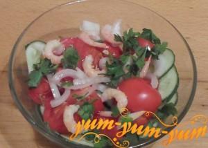Как приготовить салат с креветками и помидорами