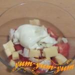 Как приготовить салат с помидорами и сухариками