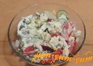 Как приготовить салат с помидорами, огурцом и яйцами