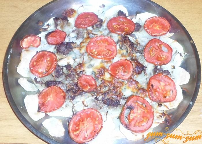 Картошку с помидорами и фаршем подаем к столу