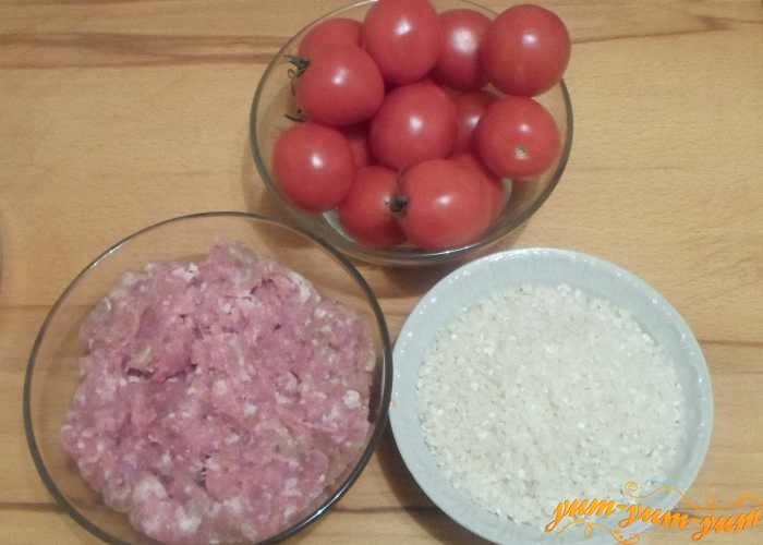 Помидоры, фарш, рис необходимо подготовить заранее
