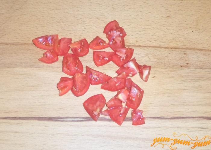 Помидоры нарезать мелкими кубиками