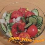 Рецепт приготовления салата из помидоров, огурцов и кукурузы