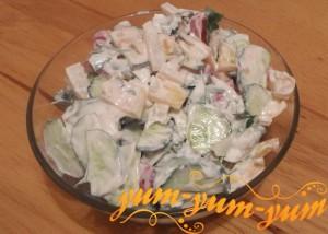 Рецепт салата из помидоров и огурцов со сметаной