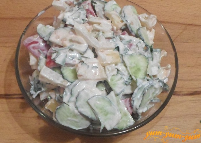Рецепт салата из помидоров и огурцов подать к столу