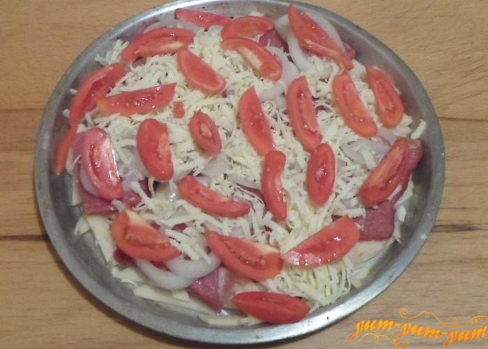 Верхний слой делаем помидоры