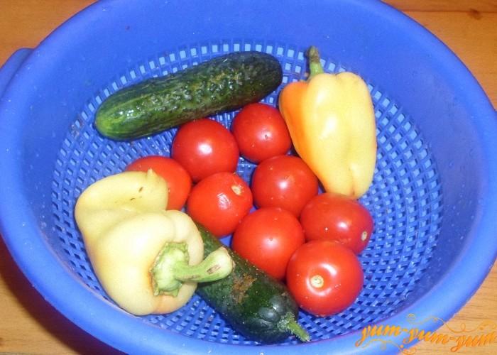 Все овощи для салата тщательно помыть