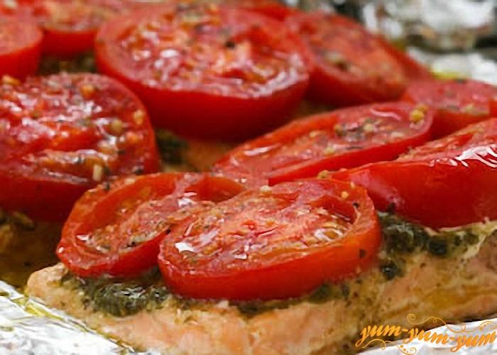 Форель запеченная с помидорами готова