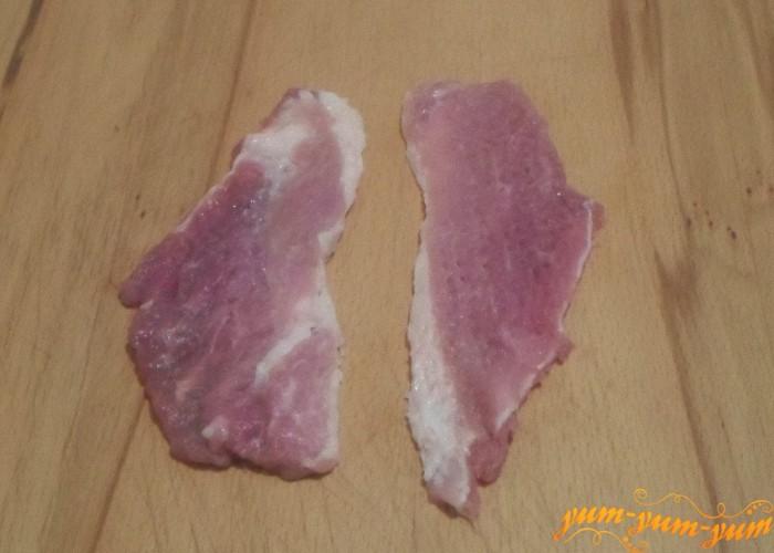 Мясо нужно отбить кулинарным молоточком