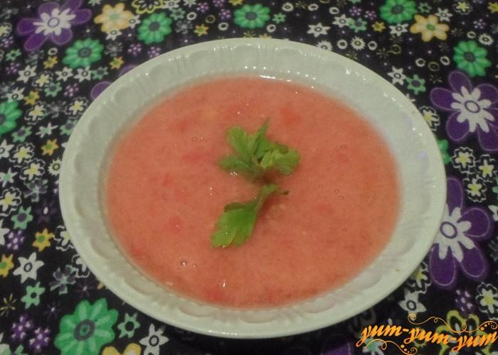 Подавать томатный суп к столу