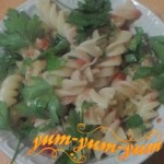 Приготовление макарон с помидорами и сыром