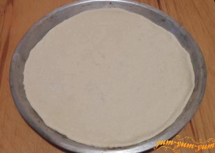 Раскатать тесто и выложить на противень