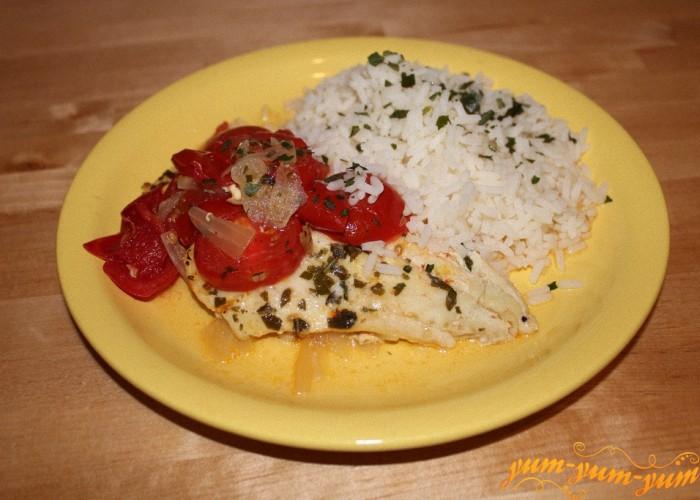 Треска запеченная с помидорами готова