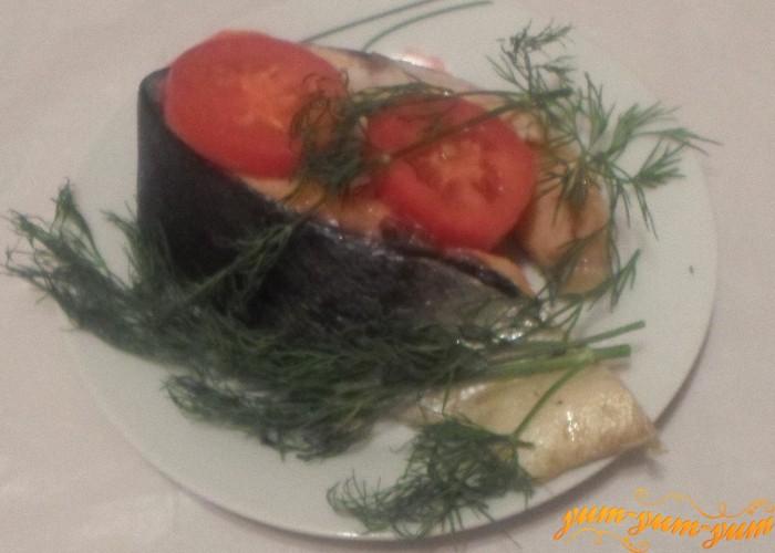 Запекать рыбу с помидорами 15 минут