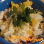 Как приготовить салат с крабовыми палочками, кукурузой и яблоком