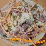 Как приготовить салат с морковью, колбасой и кукурузой