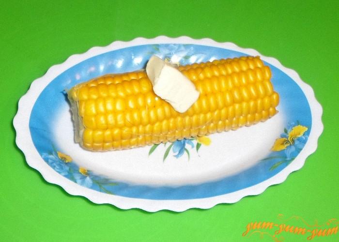 Кукурузу вареную в скороварке послить и добавить масло
