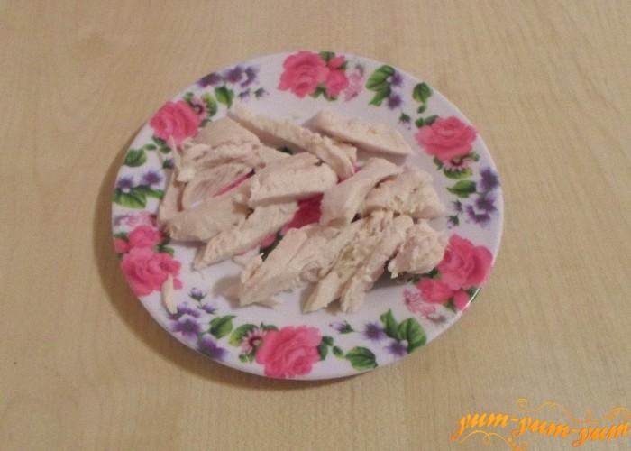 Мясо нарезать мелкими кусочками