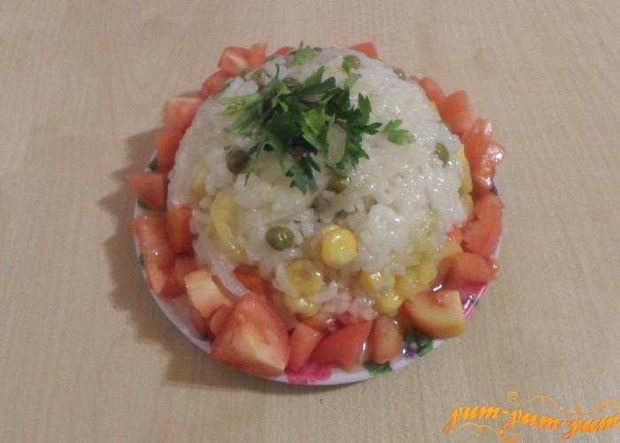 Рис с кукурузой и горошком приготовленные в мультиварке подаем к столу