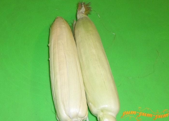 С початка кукурузы нужно снять только верхние жесткие листья