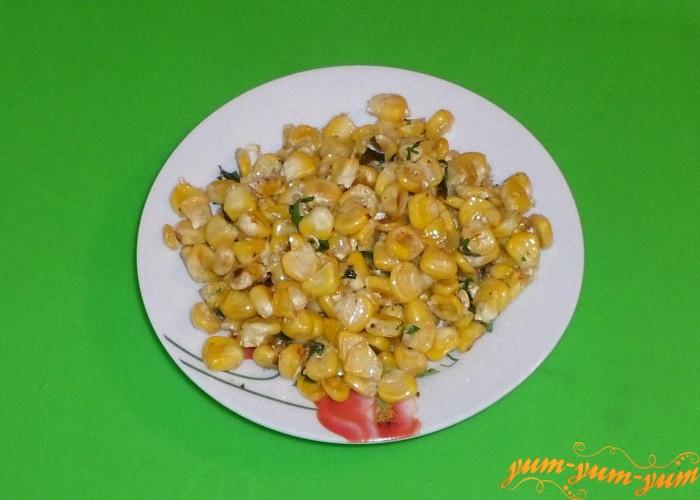 Жареную кукурузу подаем к столу