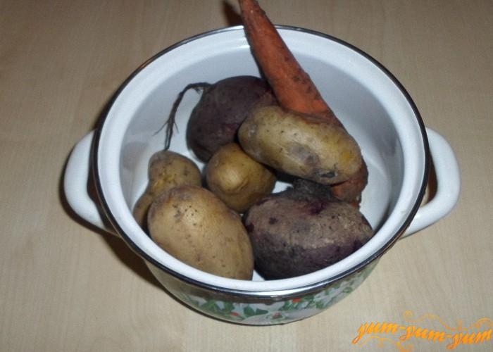 Картофель морковь и свеклу нужно отварить до готовности