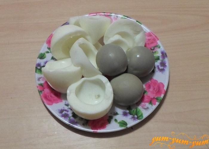 Яйца сварить вкрутую очистить и отделить белки от желтков