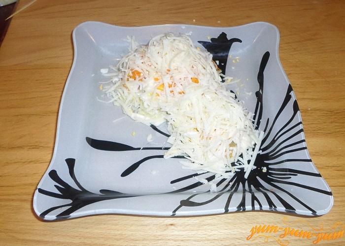 Верхний слой салата тертый сыр