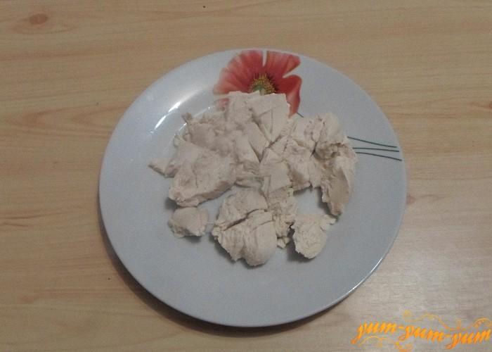 Готовое мясо вынуть из бульона и охладить