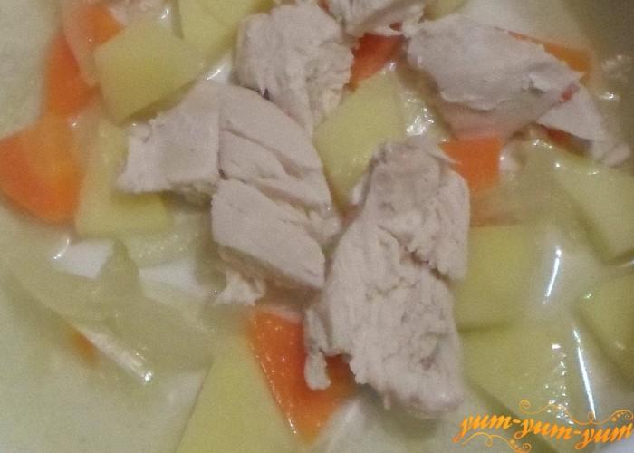 Готовые мясо морковь картофель и лук хорошо взбить блендером