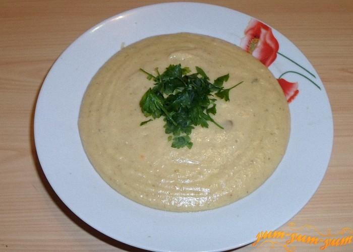 Грибной суп измельчить и подать к столу