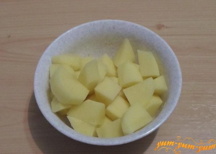Картошку нарезать произвольно