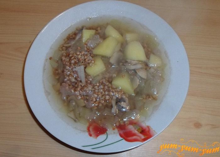 Постный грибной суп с гречкой подать к столу