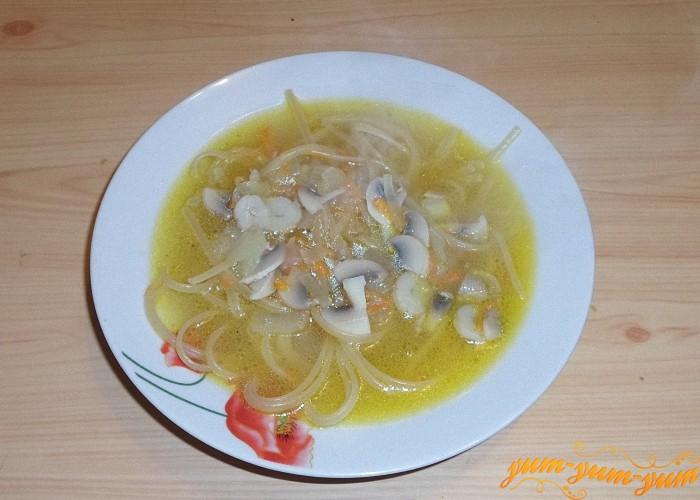 Постный грибной суп с лапшой подать к столу