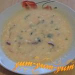 Приготовление сырного супа с копченой курицей