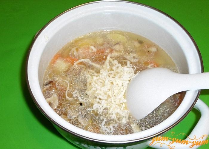 Плавленый сырок положить в суп