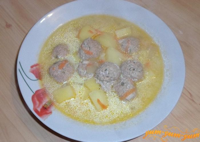 Суп сырный с фрикадельками подать к столу