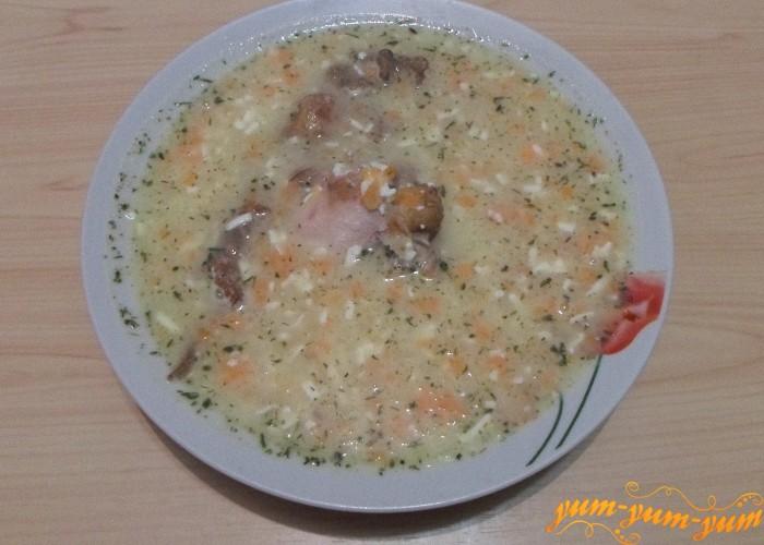 Суп сырный с копченостями подать к столу