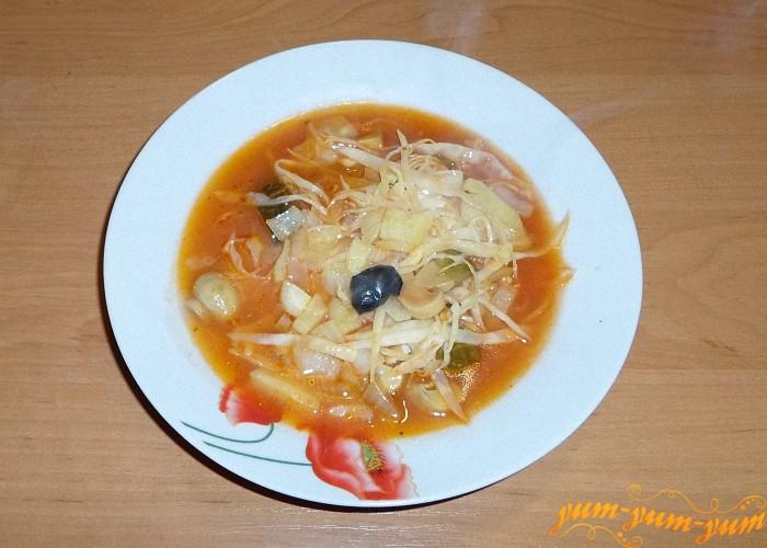 Добавить в суп оливку и подать к столу