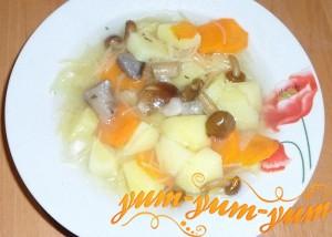Приготовление вермишелевого супа с грибами