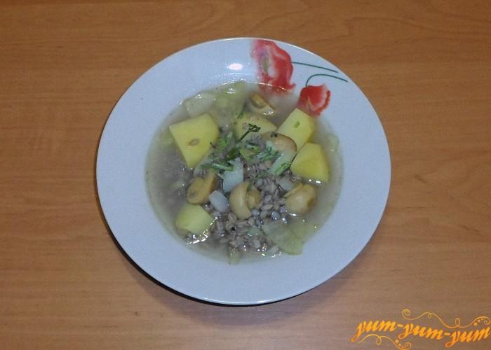 Суп с маринованными грибами подать к столу
