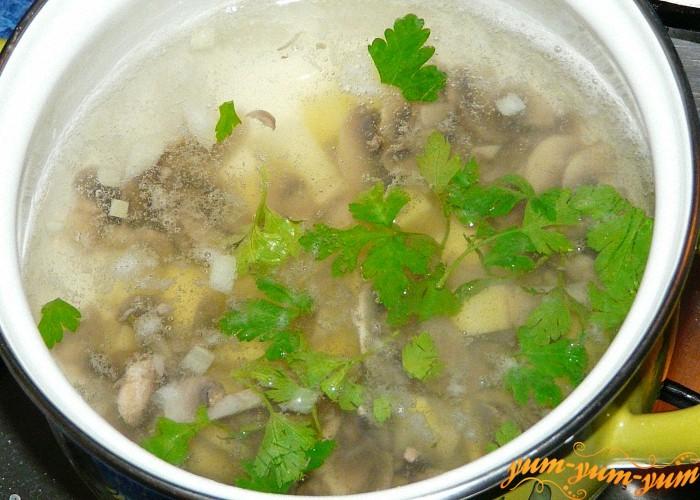В готовый суп положить немного зелени