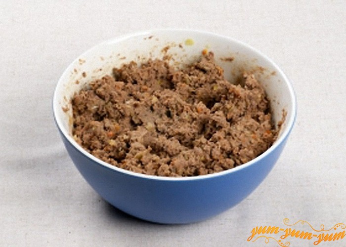 Печень лук и морковь прокрутить на мясорубке