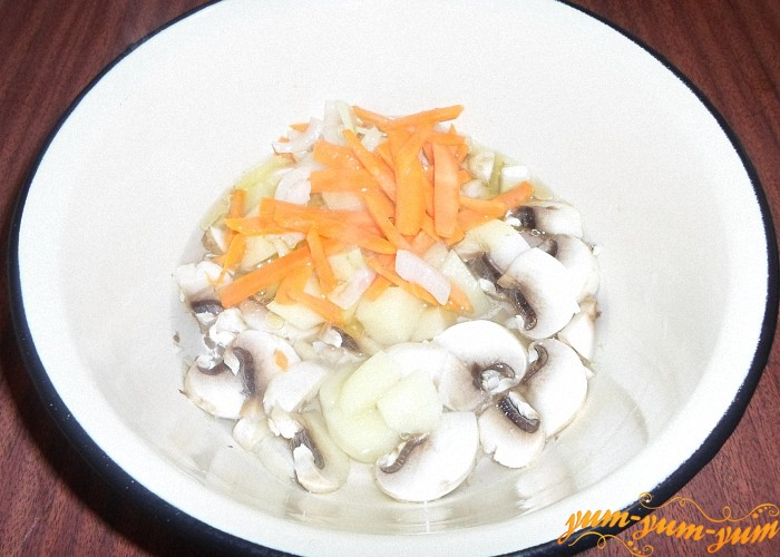 Положить в суп лук и морковь