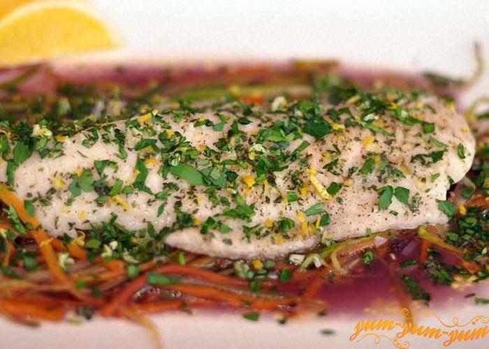 Рыбка под овощами