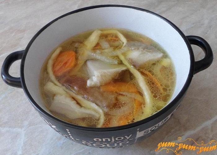 Суп с белыми грибами и лапшой