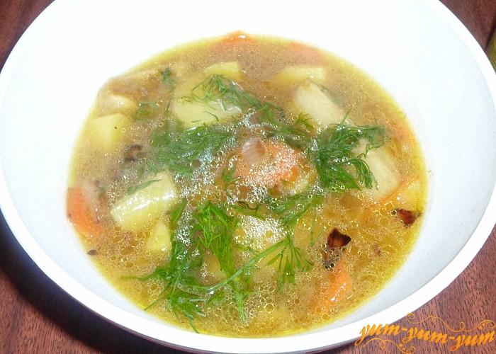 Вкусный суп из замороженных грибов и картофеля подать к столу